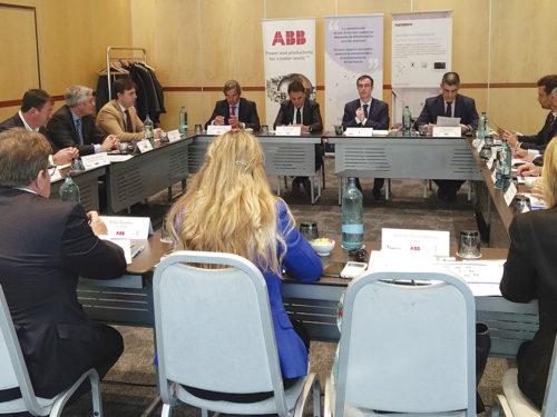 Mesa redonda de distribución ABB / APIEM