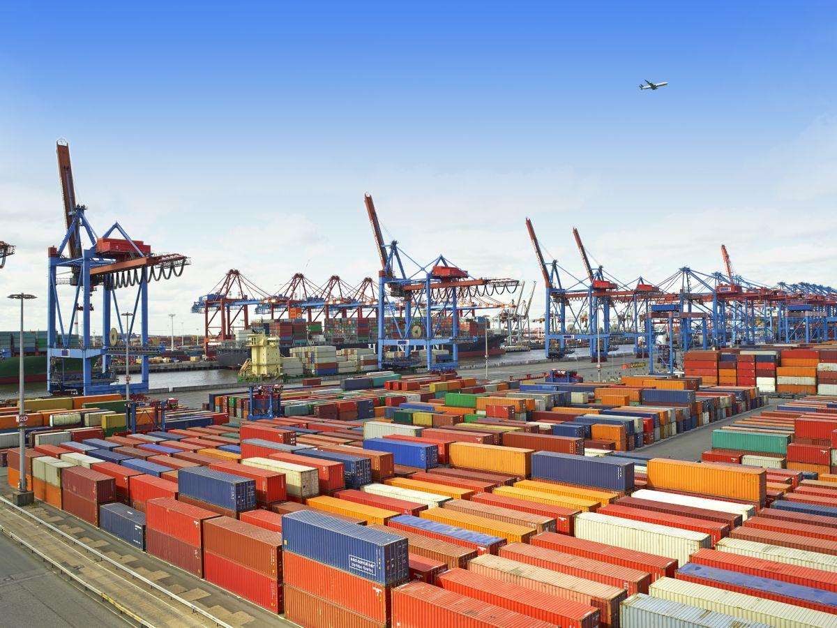 Webinar: La subida del precio de los Fletes y la escasez de Contenedores para el Comercio Internacional  (INSCRIPCIÓN)